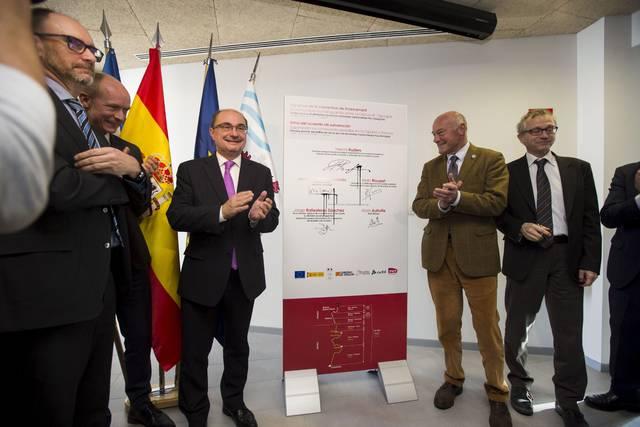 Firma del acuerdo de subvención para la reapertura del tren internacional (1 de Diciembre 2017)